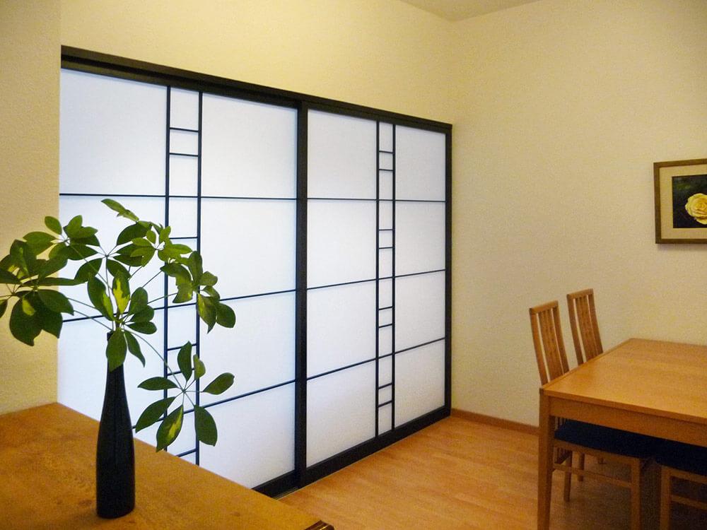 Shoji lichtdurchl ssige japanische schiebew nde japanisches wohnen bei der tischlerei hardys - Trennwand schiebesystem ...
