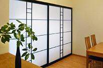 Shoji-Trennwand, Hemlock massiv, schwarz gebeizt, klarlackiert, Madoca (reißfestes Japan-Papier)