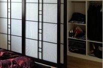 Shoji vor vorhandenem Regal, Hemlock massiv, schwarz gebeizt, klar lackiert