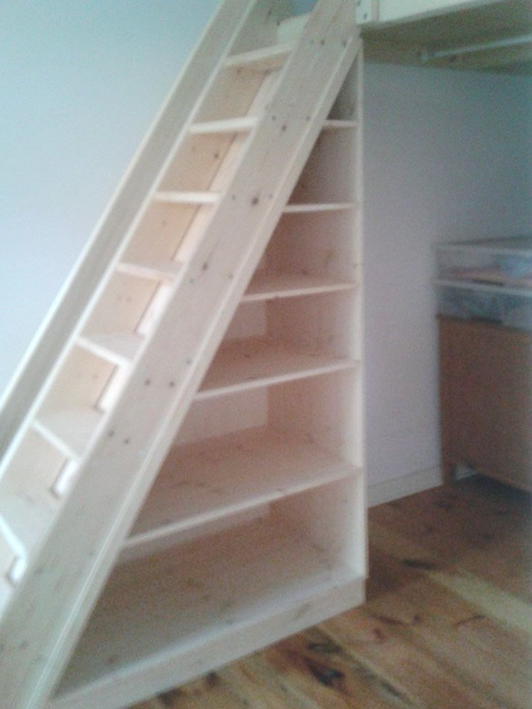 Treppenregale, Regal-Treppen, Treppenschränke der